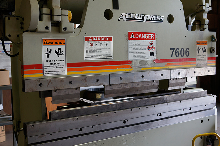 PRESS BRAKE SERVICEAccurpress 60 Ton Brake Press