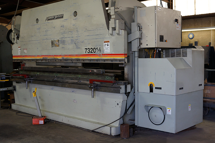 PRESS BRAKE SERVICEAccurpress 320 Ton Brake Press